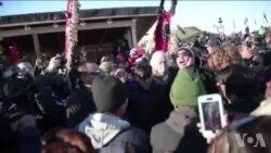 抗议者庆祝政府决定北达科他州输油管改道