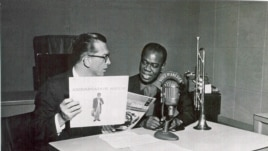 Willis Conover interviewing Louis Armstrong at VOA