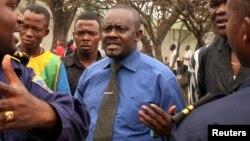 L'opposant Franck Diongo, au centre, 20 juin 2006 à Kinshasa.