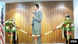 Dubes Robert Blake membuka pameran pendidikan tinggi di Jakarta.