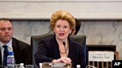Сенатор Деббі Стабеноу