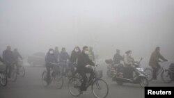 중국 헤이룽장성 다칭에서 21일 심각한 스모그가 발생했다.