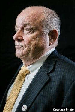 乔治城大学教育和经济中心的主任安东尼·卡纳维拉(Anthony P. Carnevale)