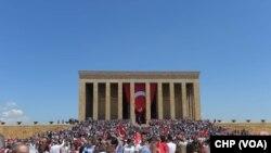 Mustafa Kemal Sevgisi 'IŞİD Korkusu' Dinlemedi