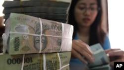 河内妇女数钞票