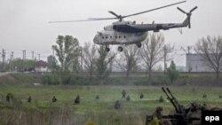 Українські військові на околиці Слов'янська, 2 травня 2014 року