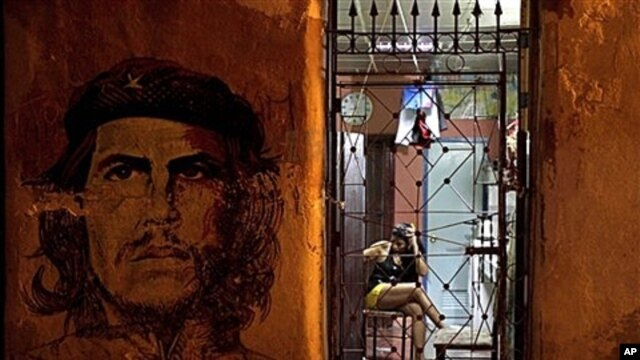 "Mural of Cuba's revolutionary leader Ernesto ""Che"" Guevara adorns the front of a woman's private home in Havana, Oct. 24, 2011."