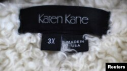 Jaket berlabel 'Made In USA' di bawah merk Karen Kane, produsen pakaian di Los Angeles, California (Foto: dok).