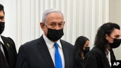 PM Israel Benjamin Netanyahu dalam sidang di pengadilan distrik di Yerusalem, 8 Februari 2021.