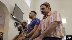 Muslimiin ku dukanaya masjid ku yaalla Florida (Sawir hore)