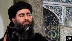 ພາບນີ້ ໄດ້ມາຈາກວີດີໂອ ທີ່ໄດ້ຖືກນຳລົງ ເວັບໄຊ ຂອງພວກຫົວຮຸນແຮງ ໃນວັນທີ 5 ກໍລະກົດ 2014 ສະແດງໃຫ້ເຫັນ ຜູ້ນຳຂອງກຸ່ມລັດອິສລາມ ອາບູ ບາກຄ໌ ອາລ-ບາກແດດີ , Abu Bakr al-Baghdadi, ໃຫ້ໂອວາດຢູ່ທີ່ວັດອິສລາມ ແຫ່ງງນຶ່ງໃນອີຣັກ.