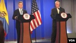 Secretario de Estado de EEUU, Rex Tillerson (der.) y presidente de Colombia Juan Manuel Santos, en rueda de prensa en Bogotá, tras su reunión para hablar de asuntos bilaterales y regionales.