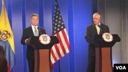 A principios de febrero el secretario de Estado estadounidense, Rex Tillerson, derecha, visitó Colombia y se reunió con el presidente Juan Manuel Santos.