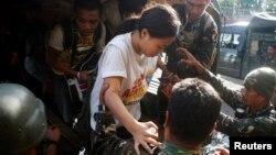 필리핀 잠보앙가에서 이슬람 반군에 붙잡혀있던 주민들이 17일 군인들에 의해 구출됐다.