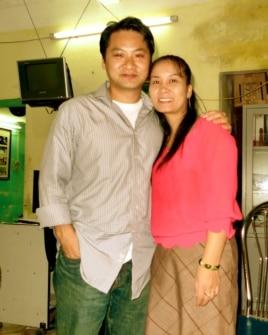 Tác giả vở kịch Red Flamboyant Don Nguyễn và chị Phạm Thị Huệ