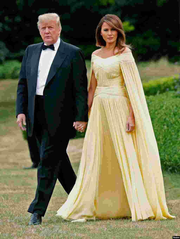 پرزیدنت ترامپ و بانوی اول در راه ضیافت شام به میزبانی ترزا می نخست وزیر بریتانیا