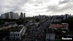La presencia de extremistas en las protestas ha llevado a los líderes de las manifestaciones a suspender preventivamente las jornadas.