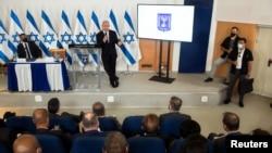 Премьер-министр Израиля Биньямин Нетаньяху выступает во время брифинга для послов на военной базе в Тель-Авиве