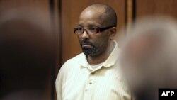 Bị cáo Anthony Sowell bị buộc tội giết người, hãm hiếp, và bắt cóc 11 người