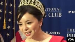 加拿大小姐林耶凡華盛頓全國記者俱樂部談她被中國拒絕簽證的經歷。(美國之音楊晨拍攝)