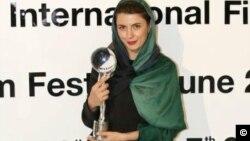 گوی بلورین بهترین بازیگر زن در چهل و هفتمین جشنواره فیلم کارلووی واری ، در دستان لیلا حاتمی
