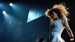 Beyoncé lanzó su disco este mes con 14 canciones y 17 videos.