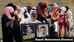 馬來西亞吉隆坡的大批穆斯林舉行集會,敦促埃及政府不要對抗議者使用武力。