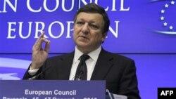 Ông Barroso, Chủ tịch Ủy hội châu Âu, cơ tóm lược những mặt đồng thuận, trong đó có những quy định nghiêm ngặt hơn cho ngành ngân hàng và lời khuyên các nước thành viên phải làm chủ tình hình công nợ của mình