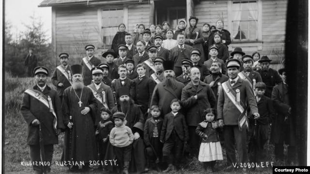 Фото: Прихожане православной церкви Киллисну. 1904–1905. Фото Винсента Соболеффа. Courtesy of the Alaska State Library