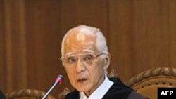 国际法院院长小和田恒(中)