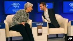 Ник Вуйчич (справа) на Всемирном экономическом форуме в давосе. 30 января 2011г.