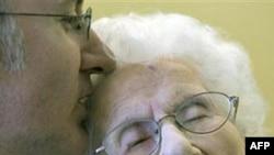 Cụ bà Besse Cooper, 114 tuổi, cho rằng tuổi thọ của bà là do một chế độ dinh dưỡng lành mạnh mà ra