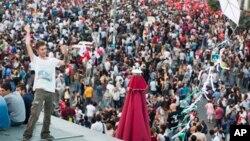 Hàng ngàn người biểu tình tụ tập tại Quảng trường Taksim, thứ bảy 29/6/2013