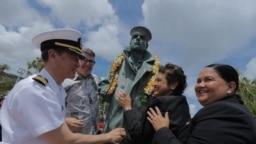 Đại tá Huấn trong lễ khánh thành tượng Lone Sailor, Guam, 30-4-2019 (The Guam Daily Post).