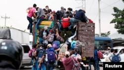 Gondurasdan AQShga yo'l olayotgan migrantlar karvonining bir guruhi. 15-yanvar, 2021.