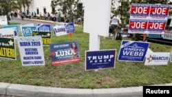 Banner kampanye para kandidat di kota Largo, Florida (foto: ilustrasi).