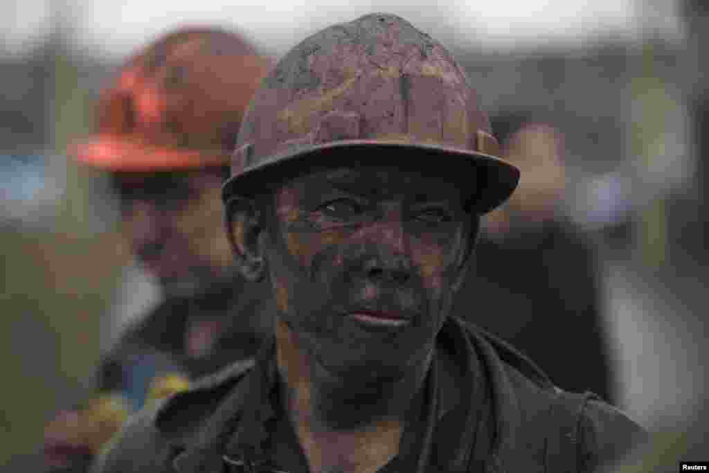 A miner waits for a bus to leave the Zasyadko coal mine after the explosion, in Donetsk March 4, 2015.