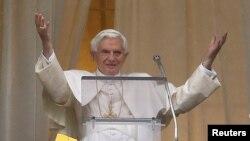 Paus Benediktus XVI meluncurkan aplikasi telepon pintar 'The Pope App' yang menyiarkan potongan pidatonya dan berita-berita Vatikan. (Foto: Dok)