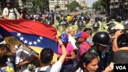 Opositores del líder socialista Nicolás Maduro planean protestas pro-democracia en todo el país y el exterior el miércoles 19 de abril.