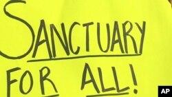La ciudad catalogada como 'santuario', ha dicho que entregará a los inmigrantes al Servicio de Inmigración y Control de Aduanas solo si la agencia tiene una orden firmada por un juez.