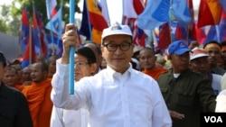 Nhà lãnh đạo đối lập Sam Rainsy dẫn đầu nhóm biểu tình khoảng 20.000 tại Phnompenh