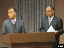 台湾交通部长叶匡时(左)在立法院接受质询(美国之音 张永泰)