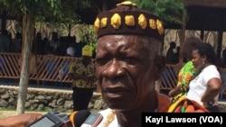 Togbui Agokoli VI, Roi des Ewé, président des chefs traditionnels du Togo, forum a été initié par l'ONG Alafia, à Lomé, Togo, le 25 octobre 2016. (VOA/Kayi Lawson)