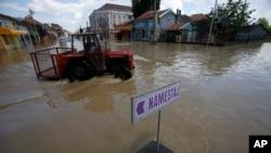 Poplavljene ulice Obrenovca (snimljeno 20. maja 2014)