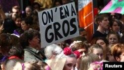 اعتراض زنان سوئیسی در شهر لوزان.