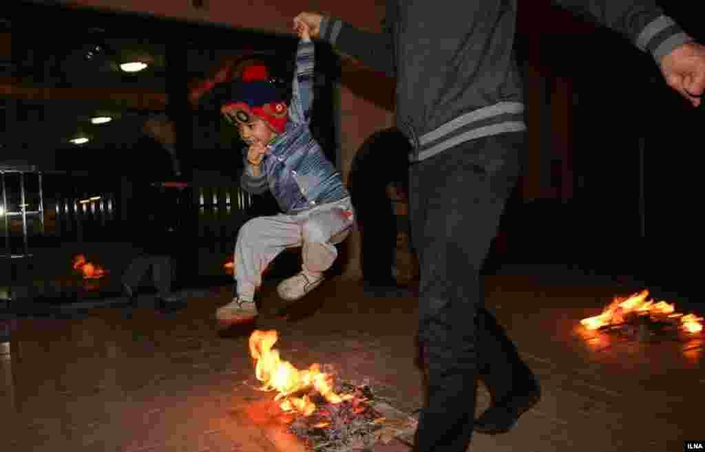 مراسم چهارشنبه سوری در ایران. «زردی من از تو، سرخی تو از من» ... عکاس: مصطفی صفری