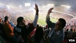 Nueva York enfrenta a Nueva Inglaterra, Gigantes contra Patriotas, en la gran final de la NFL a llevarse a cabo en Indianápolis, en el Lucas Oil Field.