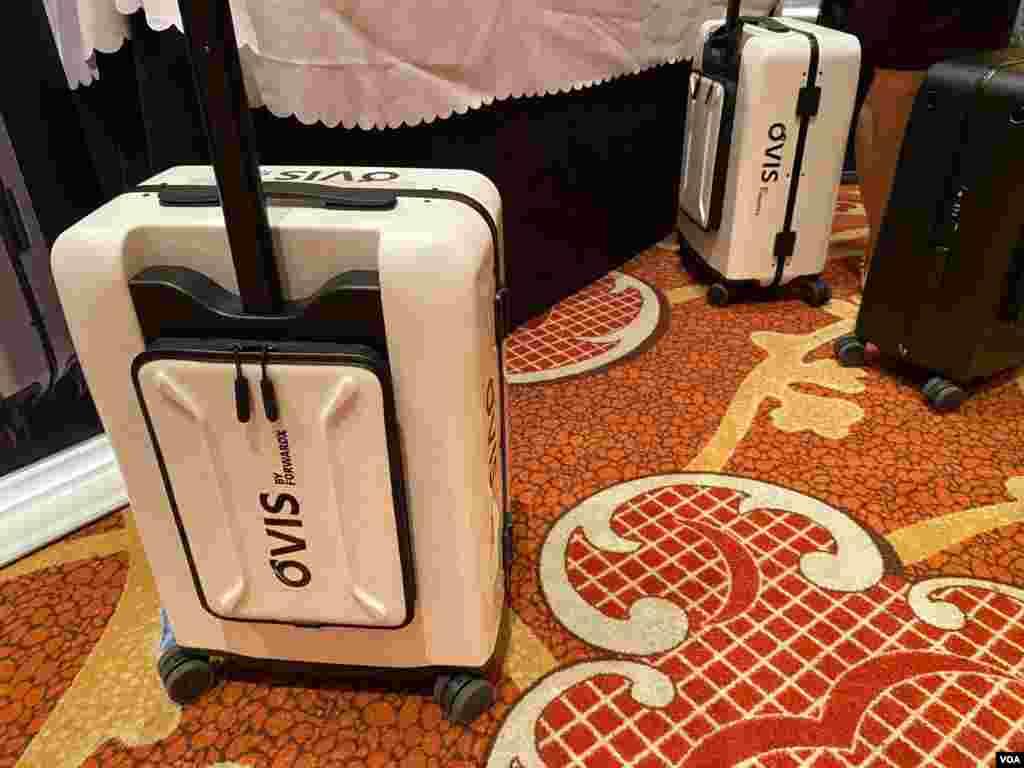 CES 2020 presentó una maleta que sigue a su dueño sin necesidad de empujarla. Foto: Iacopo Luzi.