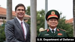 美国国防部长埃斯珀2019年11月20日会见越南防长(美国国防部照片)