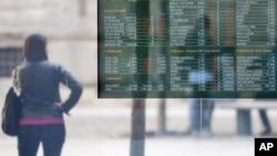 11月9日意大利米兰的一个股票交易所展示牌在展示市场走势